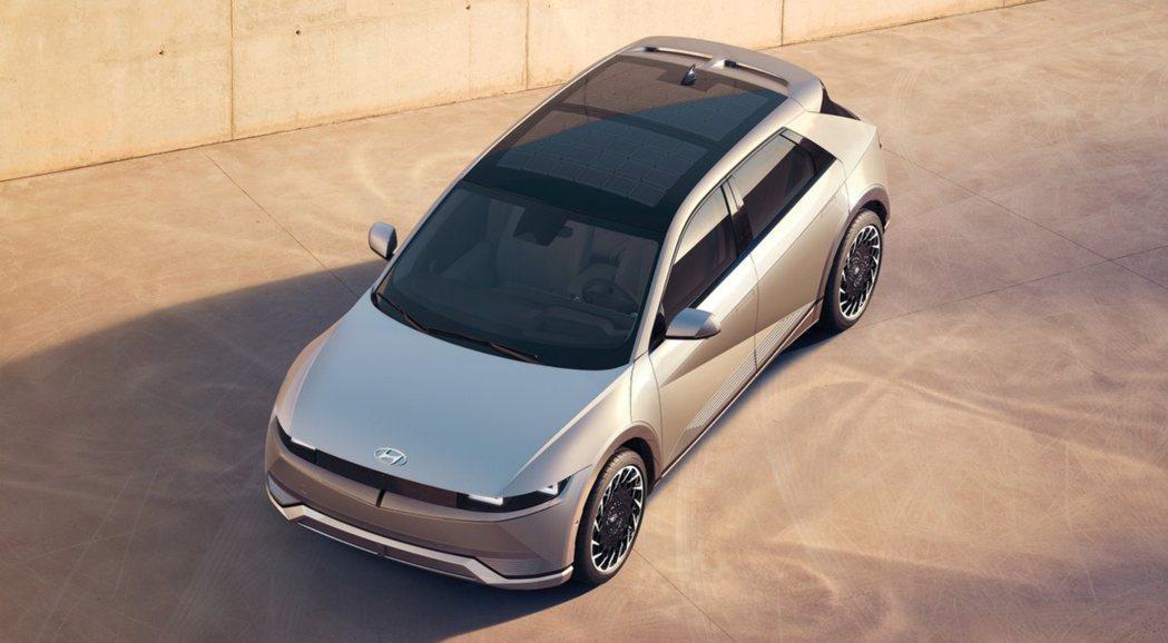 全新Hyundai IONIQ 5預計三月在韓國蔚山工廠正式投產,並將於今年下半...