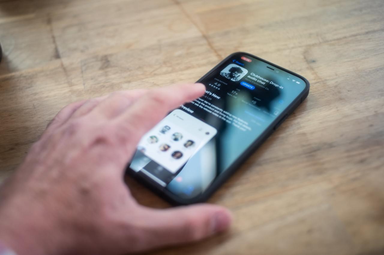 任誰都能「開房間」尬聊的App-Clubhouse,是現在最夯的即時語音社交軟體...