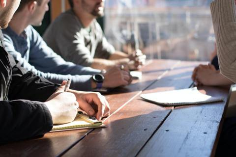 企業經營不僅要有好產品,消費者也越來越重視企業形象、經營者的品德,以及在環境與社...