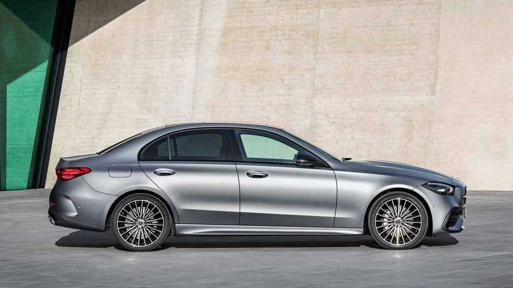 W206在整體輪廓上和現行款W205車型相差不遠。 圖/Mercedes提供