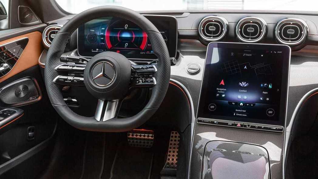 高階版本配備12.3吋儀表和11.9吋中控螢幕。 圖/Mercedes提供