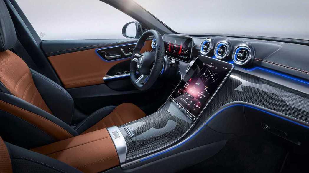 C-Class內裝呈現風格可說是相搭時尚華麗。 圖/Mercedes提供