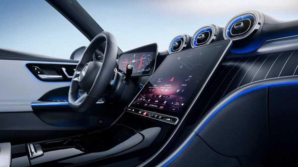 C-Class導入第二代MBUX智慧娛樂車載系統。 圖/Mercedes提供