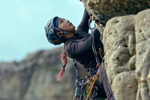 台灣著名登山家詹喬愉在2019年5月27日登上全球第一高峰聖母峰。 圖/公視提供