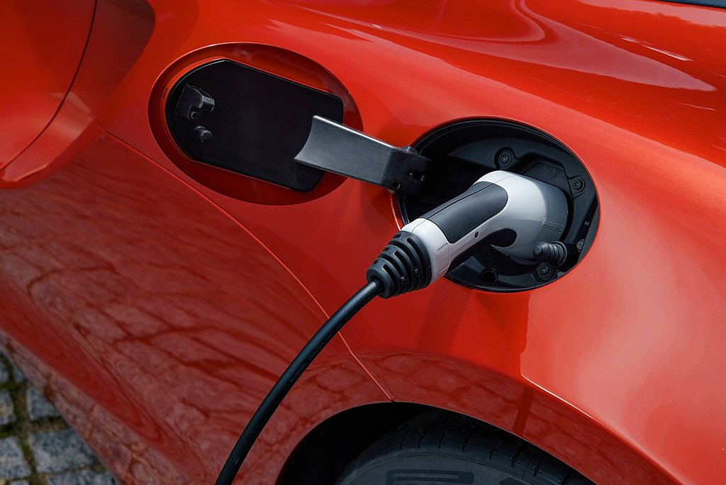 McLaren Artura的插電式混合動力系統(PHEV),以標準EVSE充電...