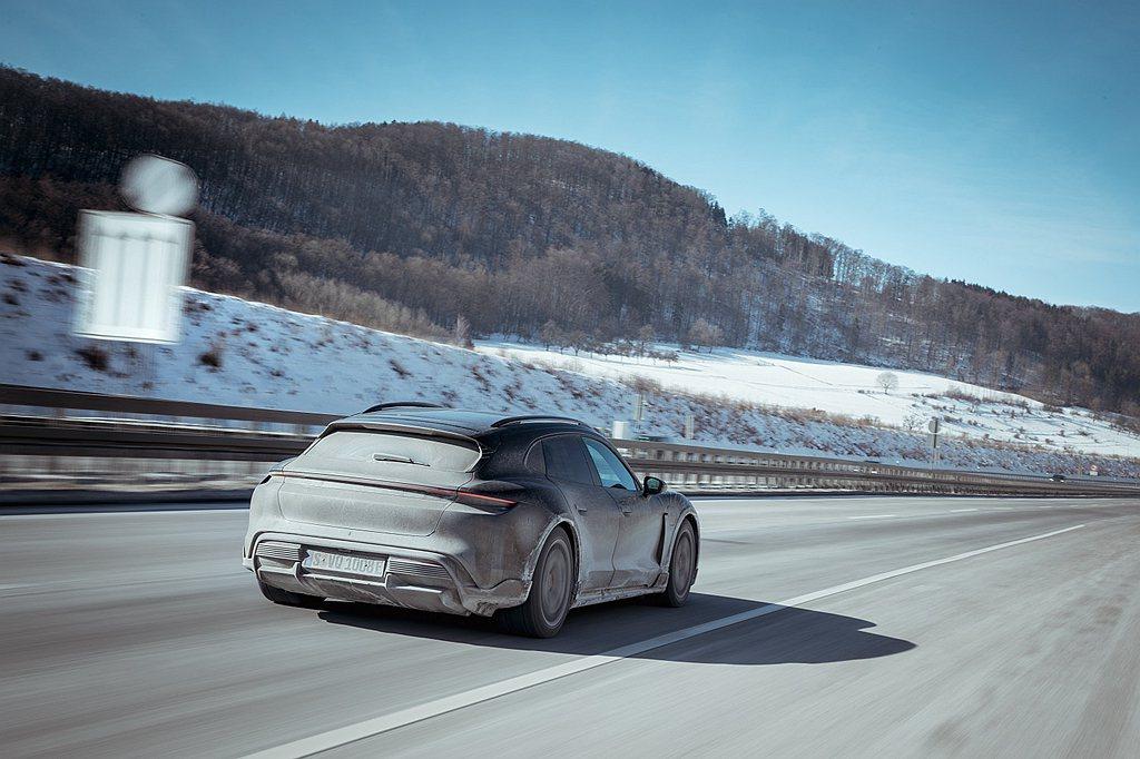 電動車重要的測試的項目還包括了電池充電效率,或在極端溫度下控制動力系統和車內溫度...