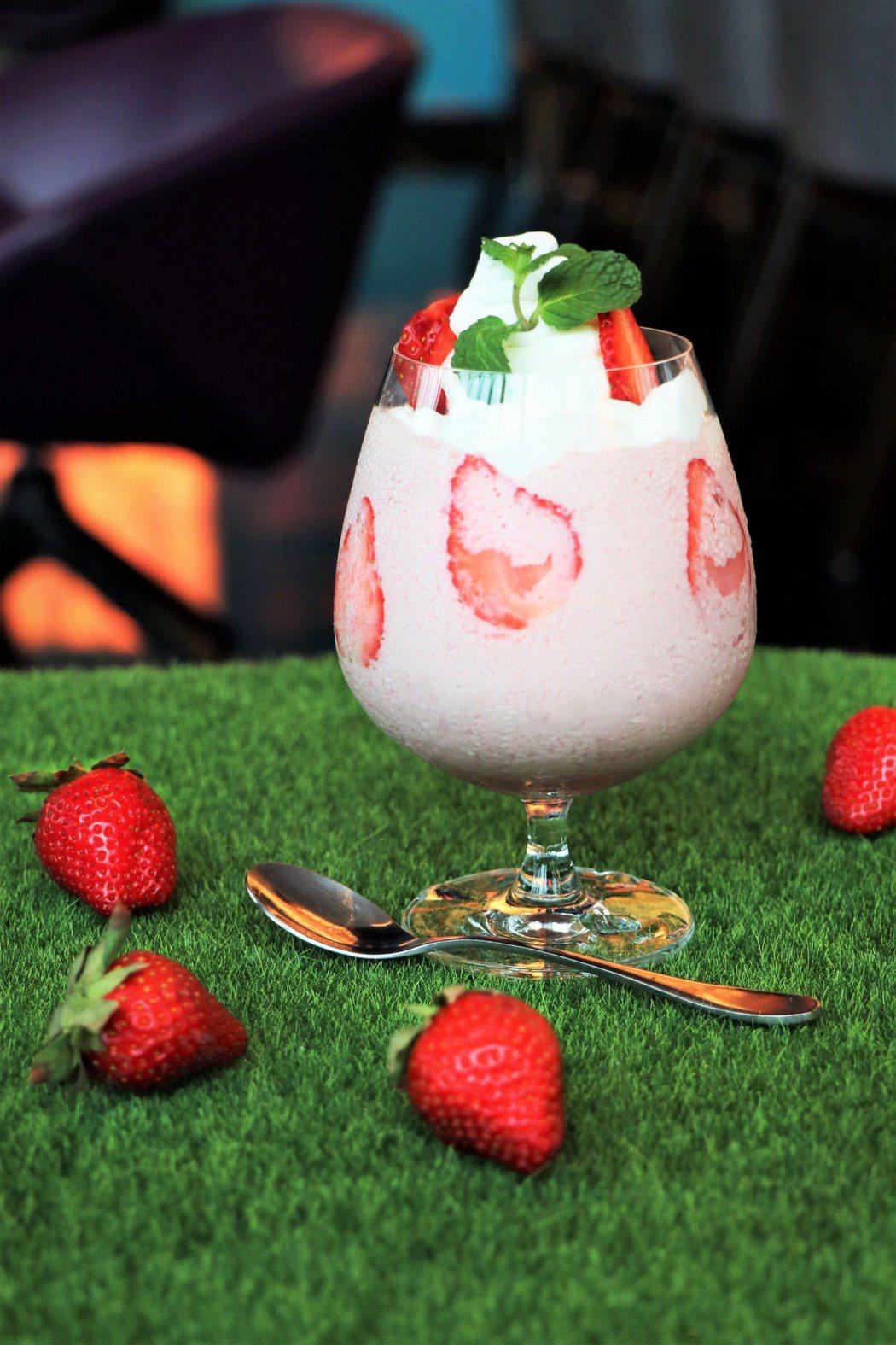 經典草莓奶昔250元。業者/提供