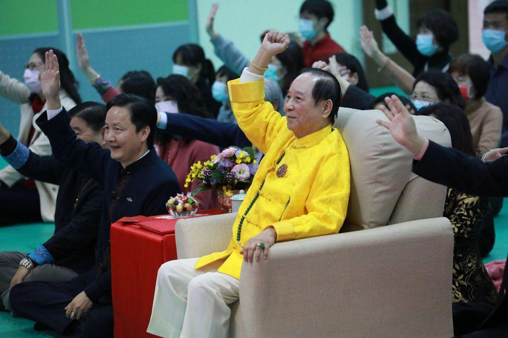 佛家子弟熱烈響應師父宏願號召,在主持人妙語如珠引導下讓現場氣氛HIGH到最高點 ...