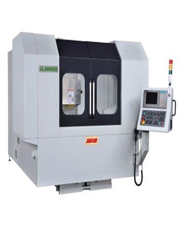 準力公司創新研發的迴轉型磨床(CNC奈米油靜壓磨床)。 準力公司/提供