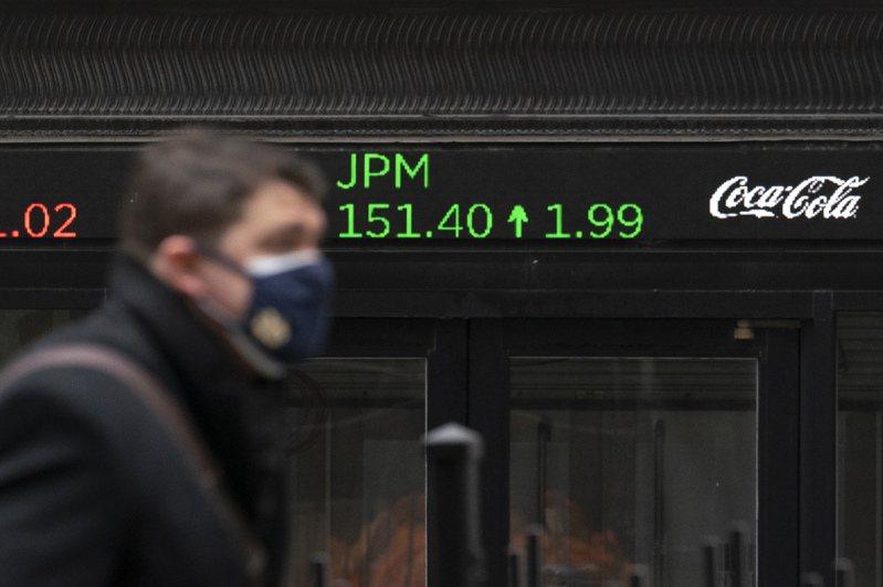 投資人昨天逢低買進跌深的個股,拉抬美股尾盤翻紅。美聯社