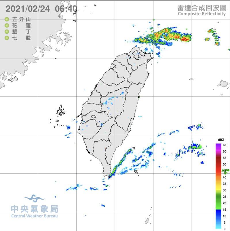 今日東北風迎風面北海岸、東半部及山區雲量稍多,偶有局部短暫雨的機率;西半部為多雲時晴的天氣。圖/氣象局提供
