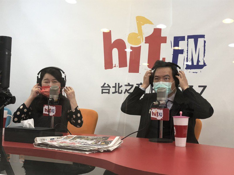 行政院政委兼發言人羅秉成(右)。記者賴于榛/攝影