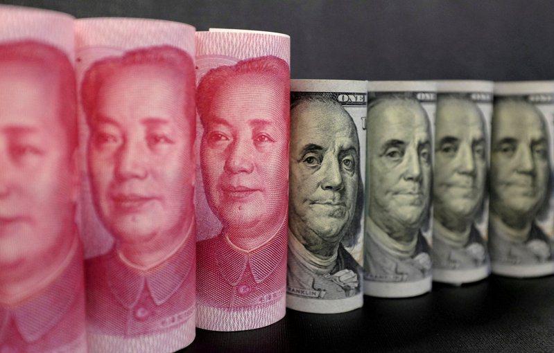 人民幣對美元去年升值達6.6%,大陸學者警告,應警惕人民幣遭精準設計與操縱下的「被升值」。路透