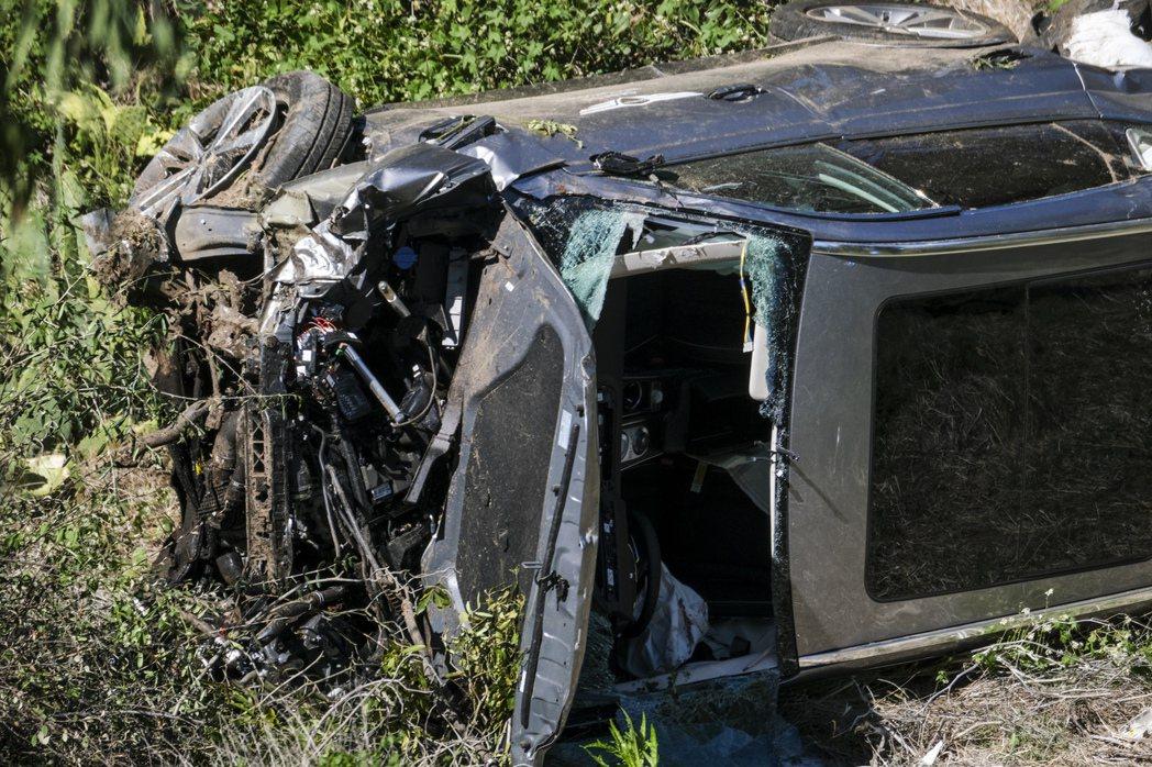 美國高爾夫球名將老虎伍茲23日發生車禍,他獲救時意識清醒,但雙腿無法動彈,送醫後...