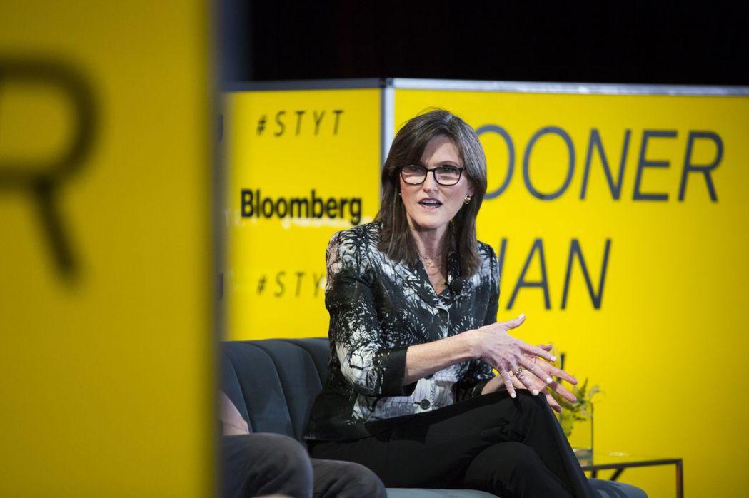 伍德(Cathie Wood)接受彭博訪問時說:「我們對比特幣非常樂觀,樂於見到...