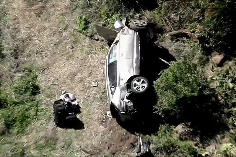 這起車禍約發生在早上7點多,現年45歲的伍茲獨自開車行駛在羅靈丘陵莊園(Rolling Hills Estates)和帕洛斯維達牧場(Rancho Palos Verdes)郊區,車子失控擦撞後,翻覆跌落山坡下,車體嚴重毀損。路透