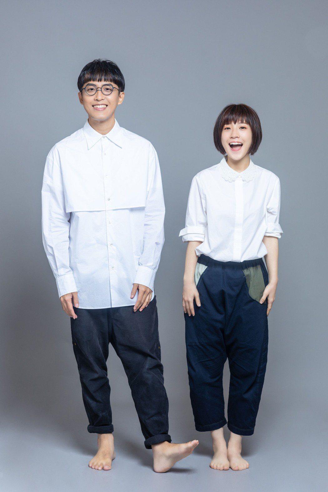 莊鵑瑛(右)和團長沈聖哲合組的「棉花糖」正式復出。圖/環球音樂提供