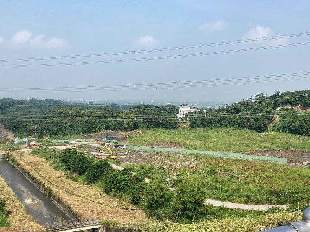 台南白河水庫蓄水率為0%,南水局在枯水期加速清淤。圖/南水局提供
