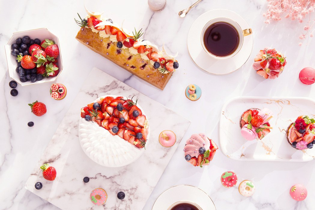 礁溪寒沐酒店的「美莓假期」,有各種草莓創意糕點及麵包。圖/礁溪寒沐酒店提供