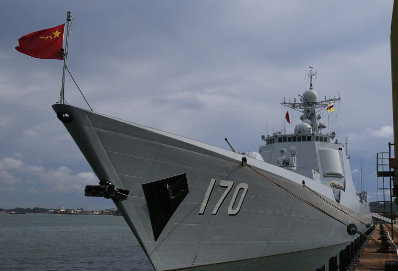 圖為2016年5月在參加聯合演習的解放軍「「蘭州號」導彈驅逐艦。新華社
