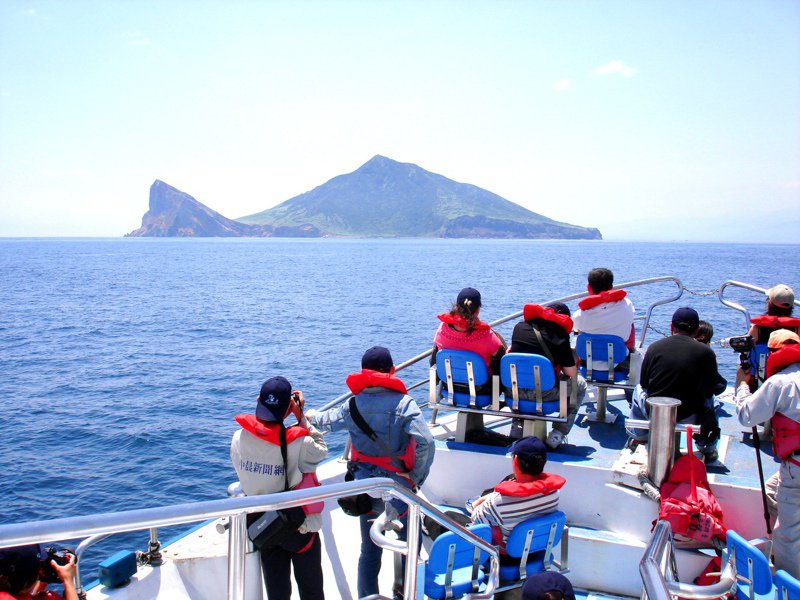 龜山島將於3月1日開島,每天開放1800名遊客登島、限制100人攻頂,必須事先申請。圖/東北角風景區管理處提供