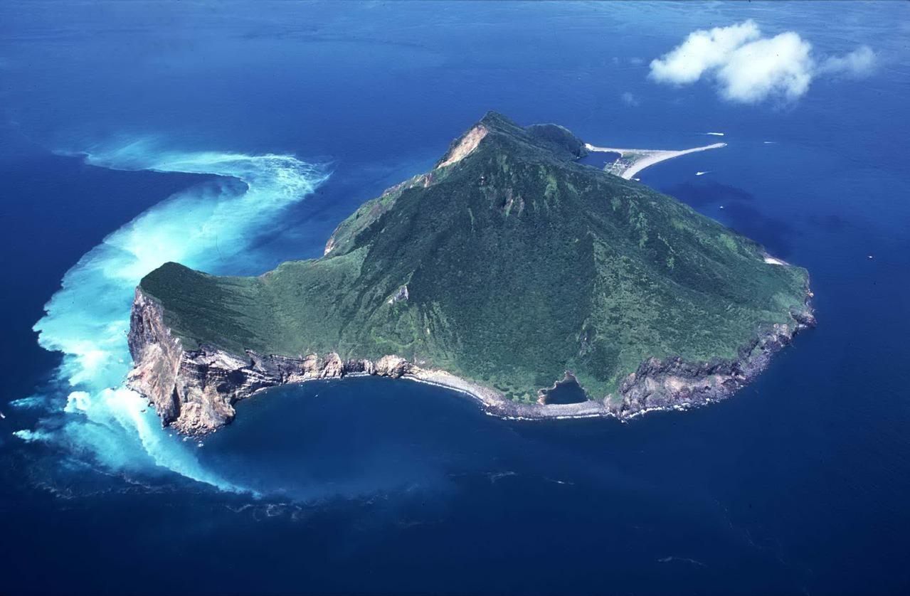 龜山島 每天限1800遊客 百人登頂