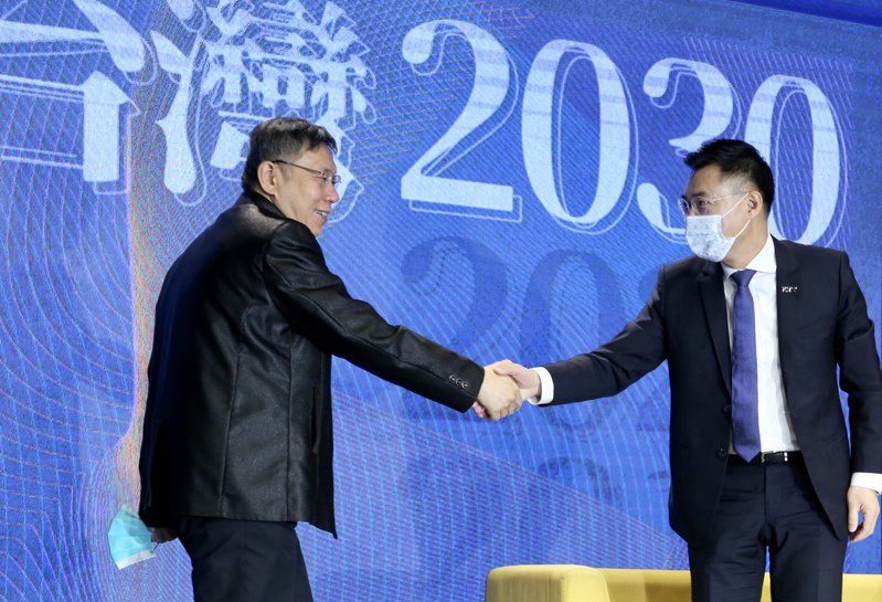 國民黨主席江啟臣(右)今天上午與台北市長柯文哲(左)一同出席國民黨智庫主辦的「願景台灣2030」論壇。記者林俊良/攝影