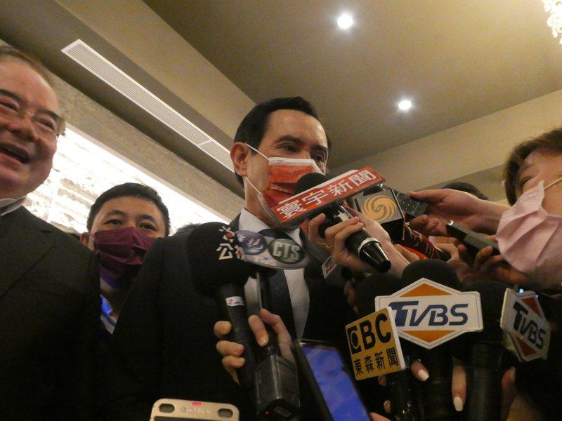 國民黨主席江啟臣邀民眾黨主席柯文哲參加「願景台灣2030」論壇,引發黨內反彈。前總統馬英九中午受訪表示,國民黨應該跟所有理念相同的政黨或政治團體相結合,邀柯合作是正確的方向,但還是要經過黨員討論與認同,才會成功。記者周志豪/攝影