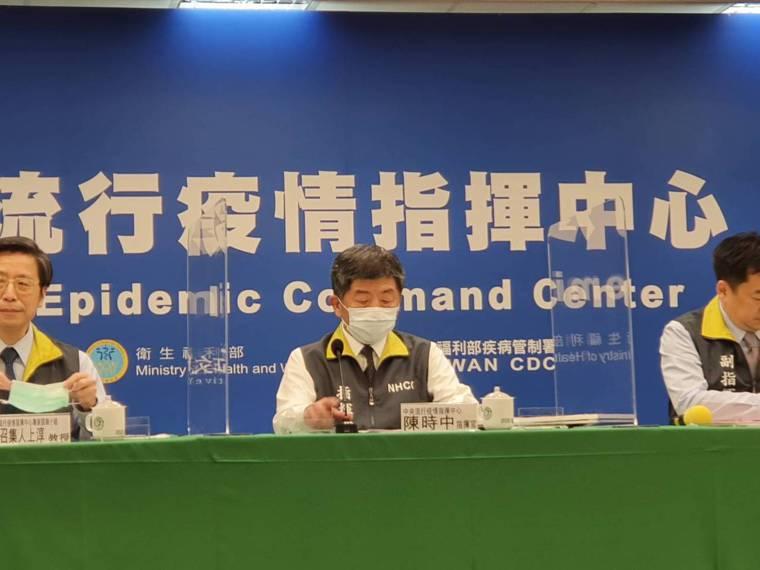 中央流行疫情指揮中心2月24日14:00記者會出席名單,第一排由左到右中央流行疫...