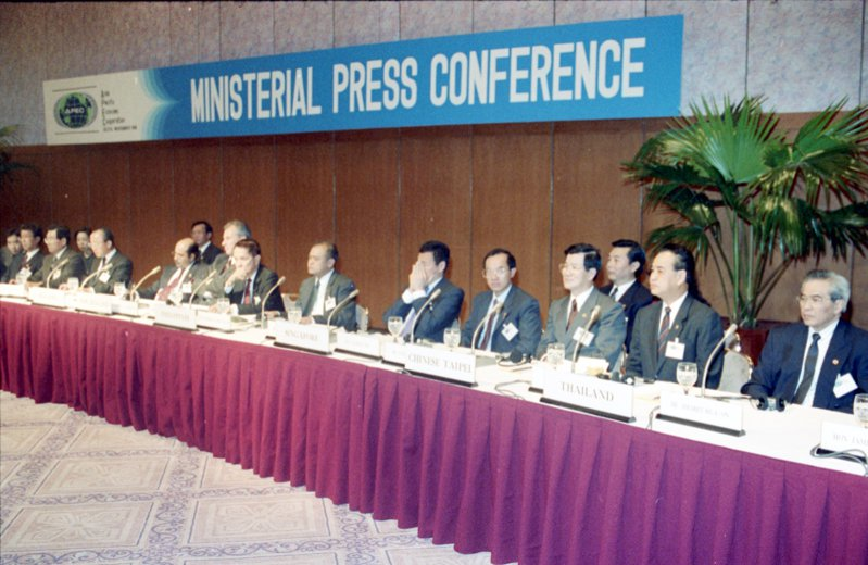 1991年11月13日,中國大陸、香港、台灣加入APEC。圖/聯合報系資料照片