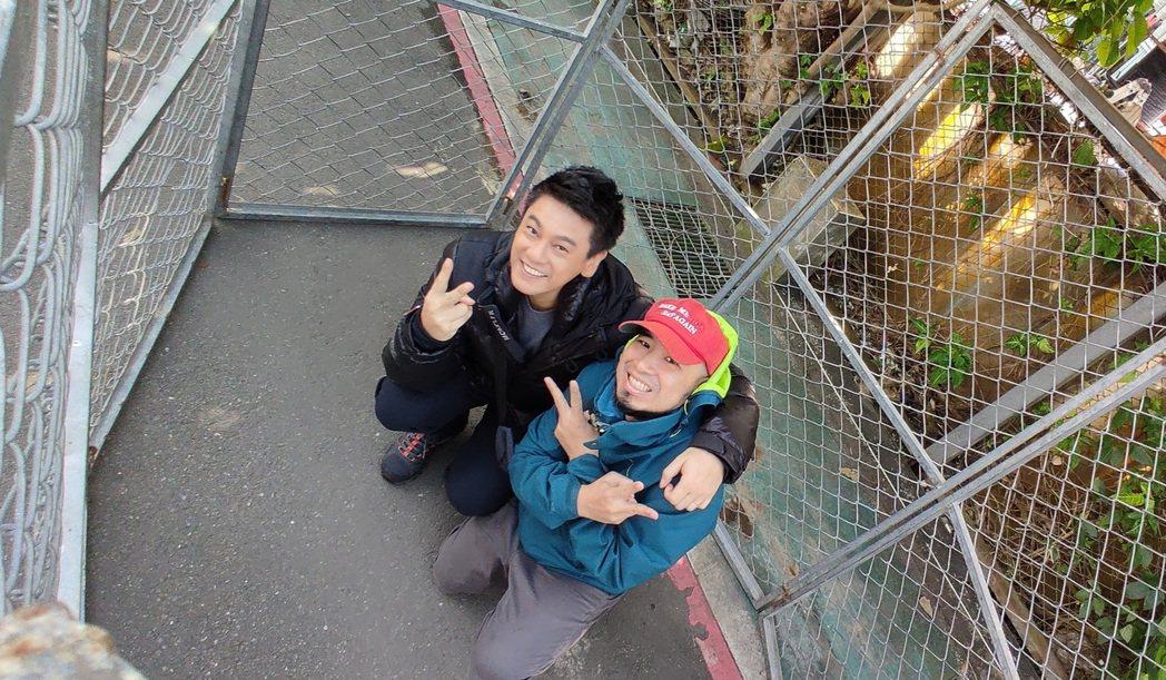 朱孝天(左)和台客劇場-Alex當動物協會的TNR計畫一日志工。圖/NNY ne...