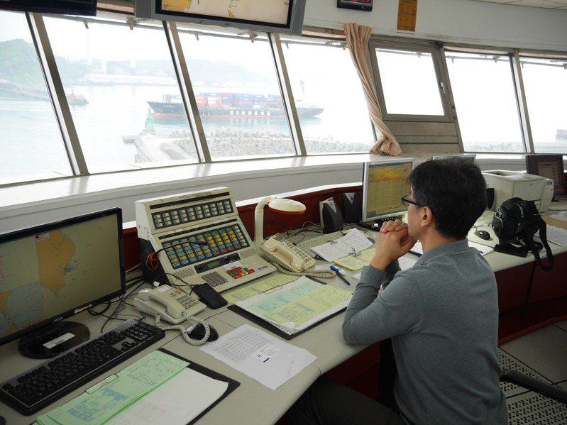 全台只有高雄港有能見度儀偵測濃霧,其他商港全靠目測。圖/聯合報系資料照片