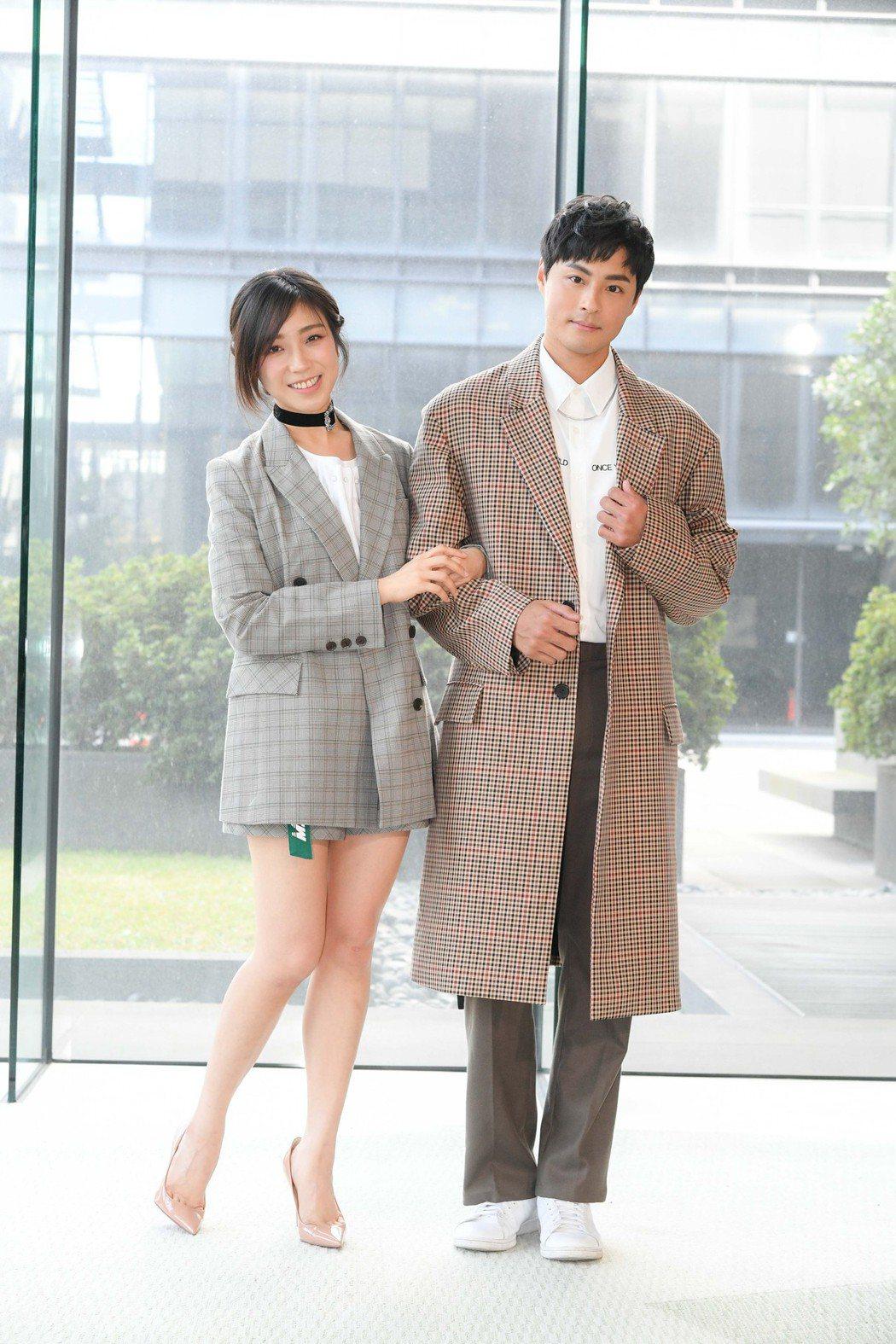 孫其君(右)和梁舒涵一起演出「廢財闖天關」第二季。圖/三立提供