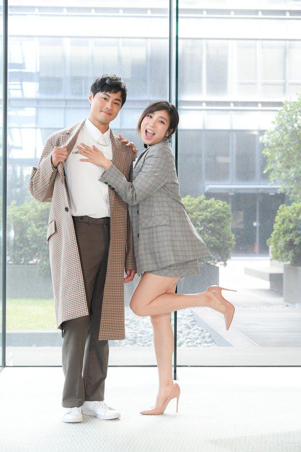 梁舒涵(右)和孫其君一起演出「廢財闖天關」第二季。圖/三立提供