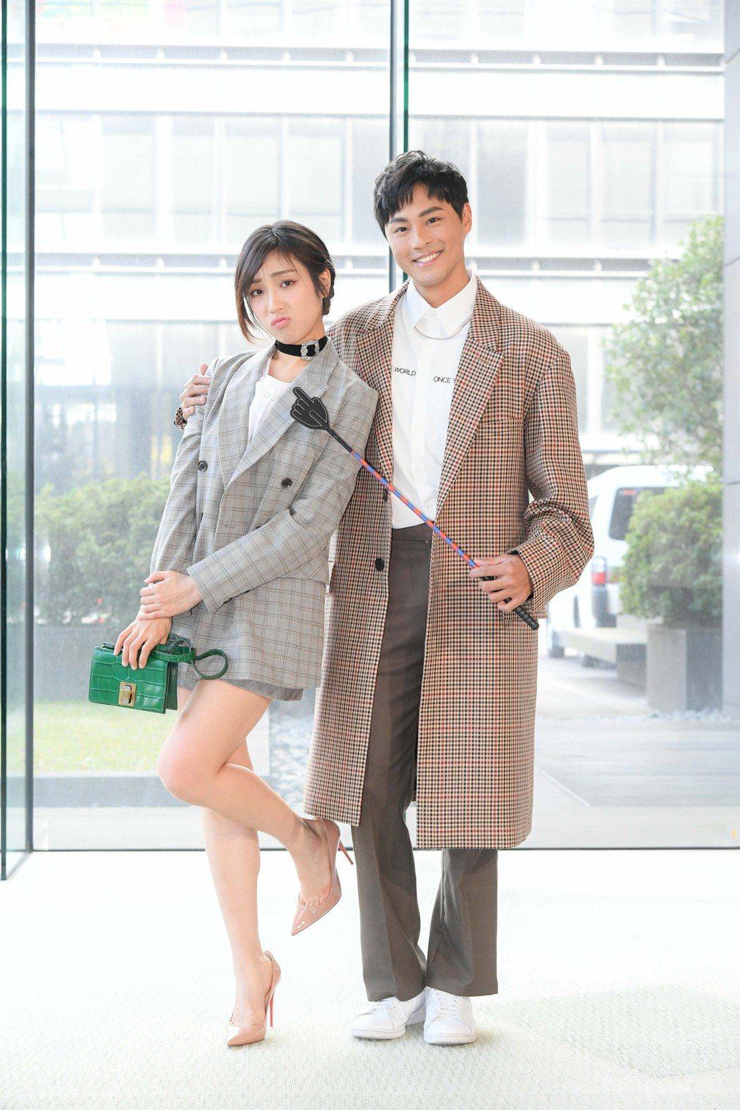 梁舒涵(左)和孫其君一起演出「廢財闖天關」第二季。圖/三立提供