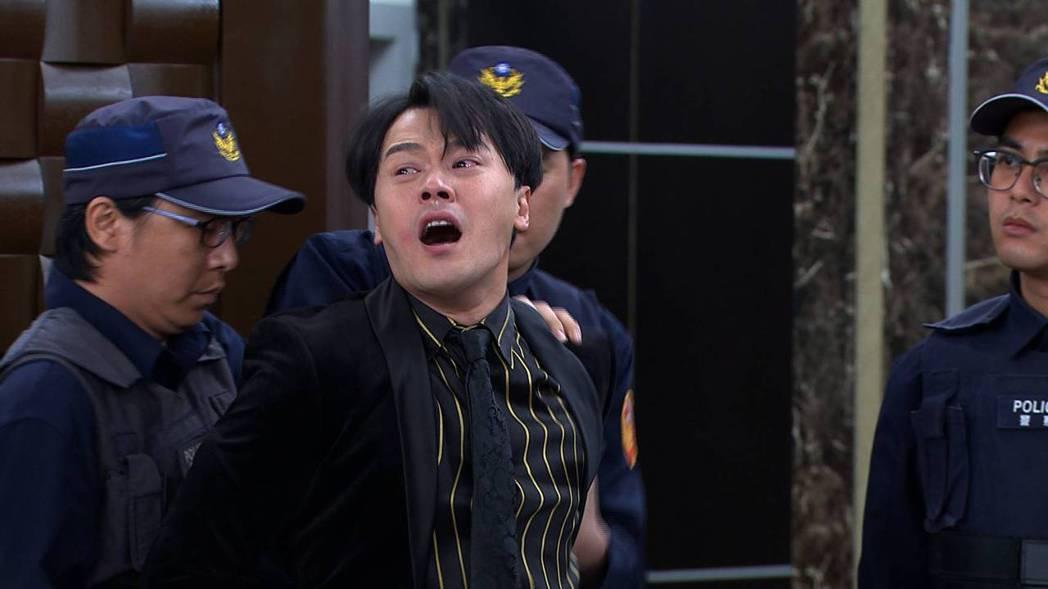 黃文星(中)在「多情城市」飾演的渣男加堯惡行終曝光遭逮。圖/民視提供