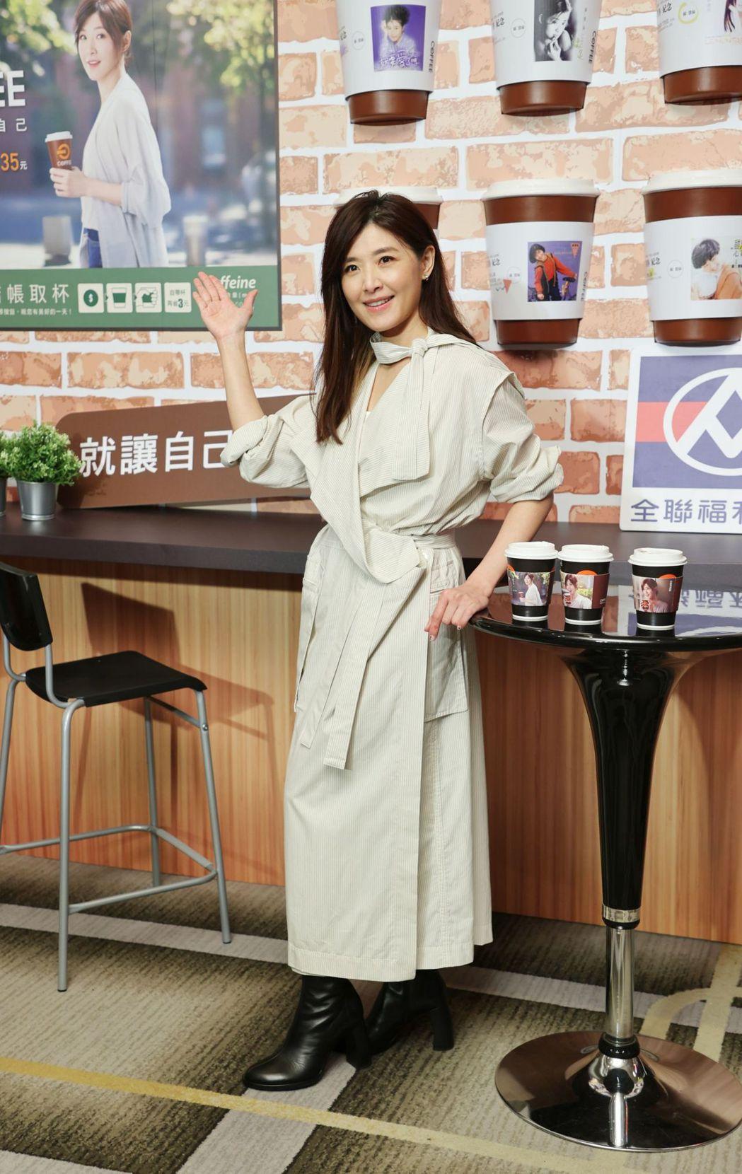 蘇慧倫擔任全聯咖啡代言人並化身杯套美人。記者陳正興/攝影