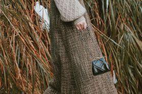 時尚KOL都在背 香奈兒仿舊迷你包復古情懷好迷人