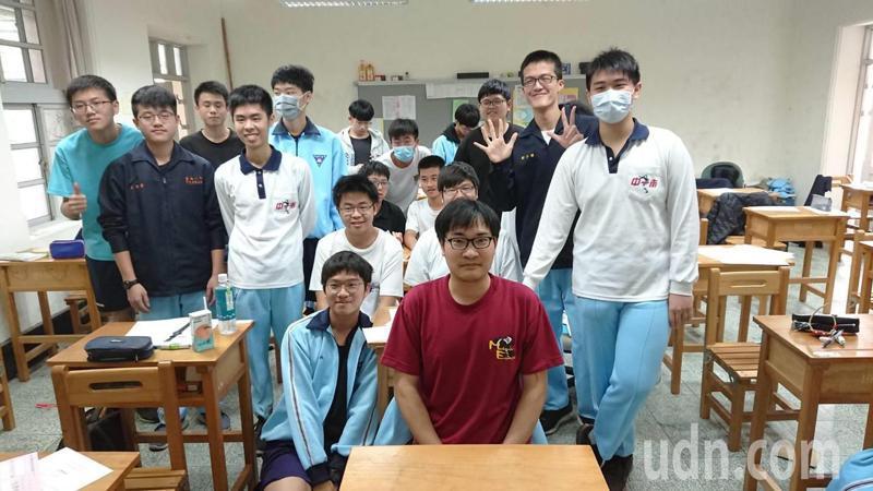 台南一中數理資優班表現優異,7人4科滿級分,3科平均分數滿級分。記者鄭惠仁/攝影