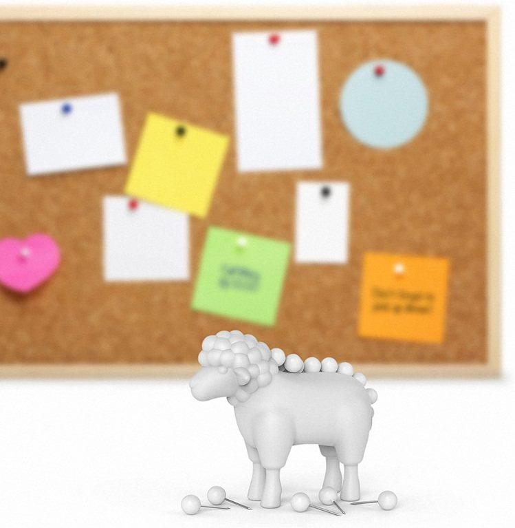 美國創意品牌Fred & Friends綿羊造型的圖針及底座設計。圖/誠...