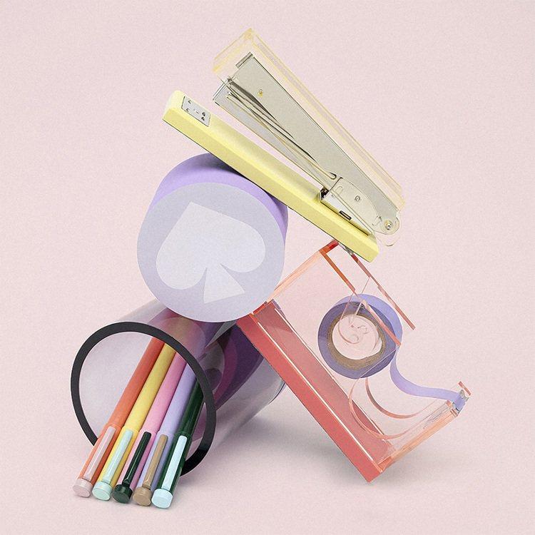 美國時尚家飾品牌Kate Spade用粉黃色、粉紅色、粉紫色透明壓克力製成釘書機...