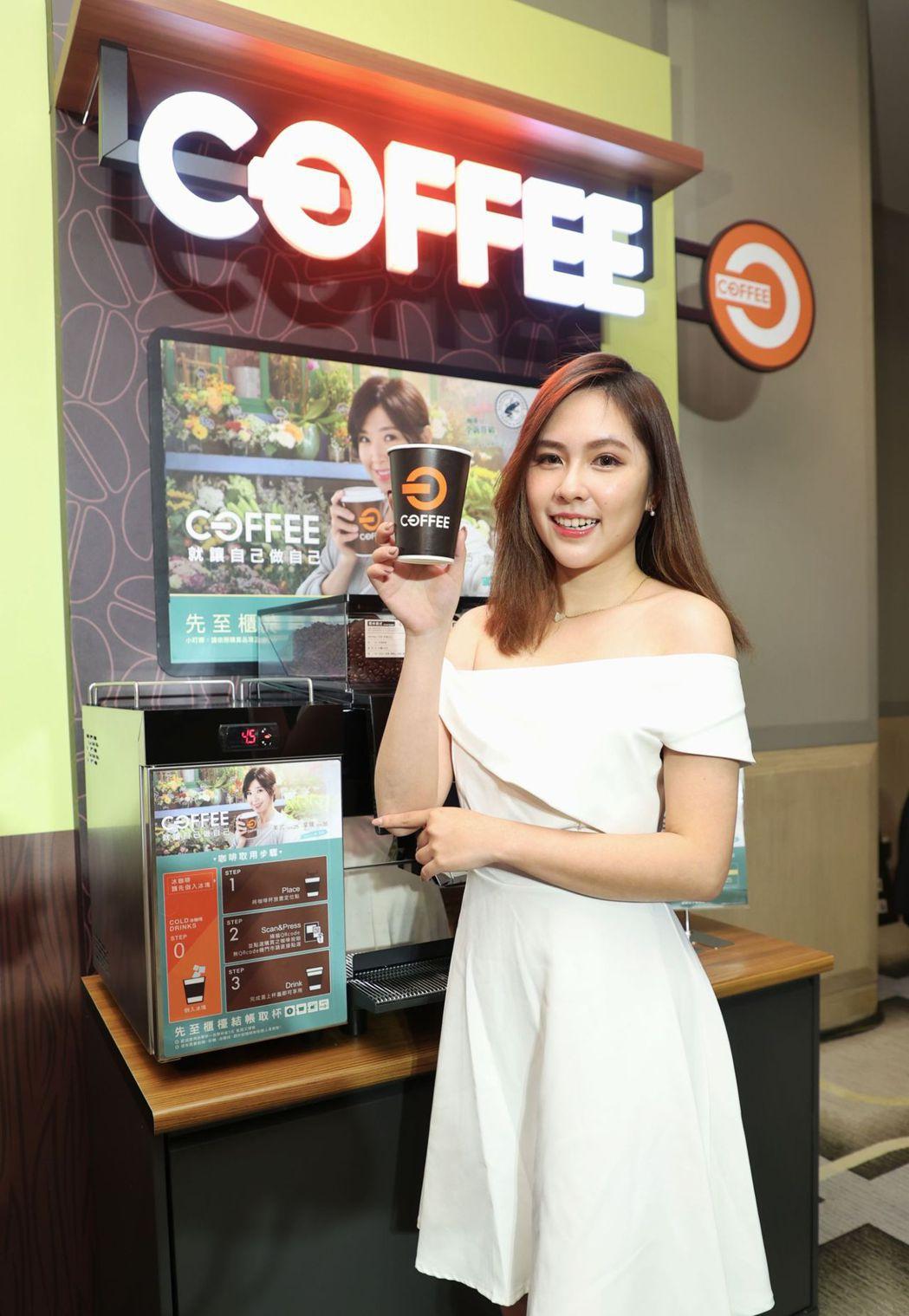 全聯今(24)日宣布,為衝刺自有咖啡品牌「OFF COFFEE」業績,首度找來歌...