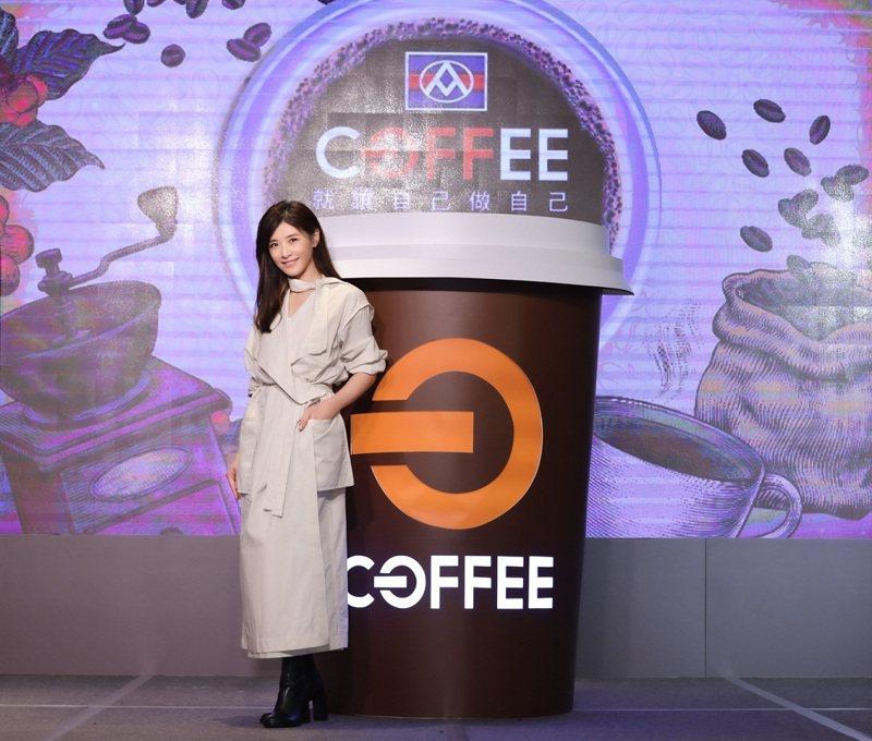 全聯今(24)日宣布,為衝刺自有咖啡品牌「OFF COFFEE」業績,首度找來歌手蘇慧倫任咖啡代言人,主打「買菜順便喝咖啡」。全聯/提供