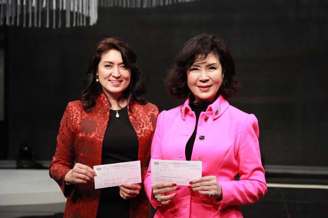 白嘉莉和妹妹白菲比上節目,特別還將通告車馬費捐出。圖/大愛台提供