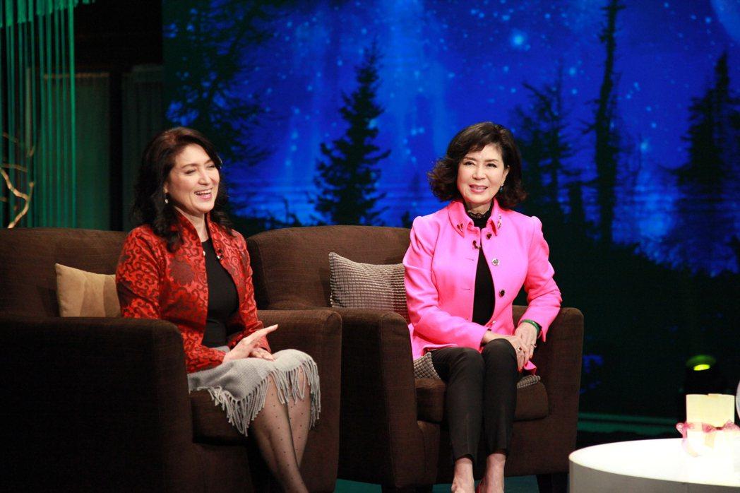 白嘉莉(右)和妹妹白菲比上大愛「點燈人生好風景」節目。圖/大愛台提供
