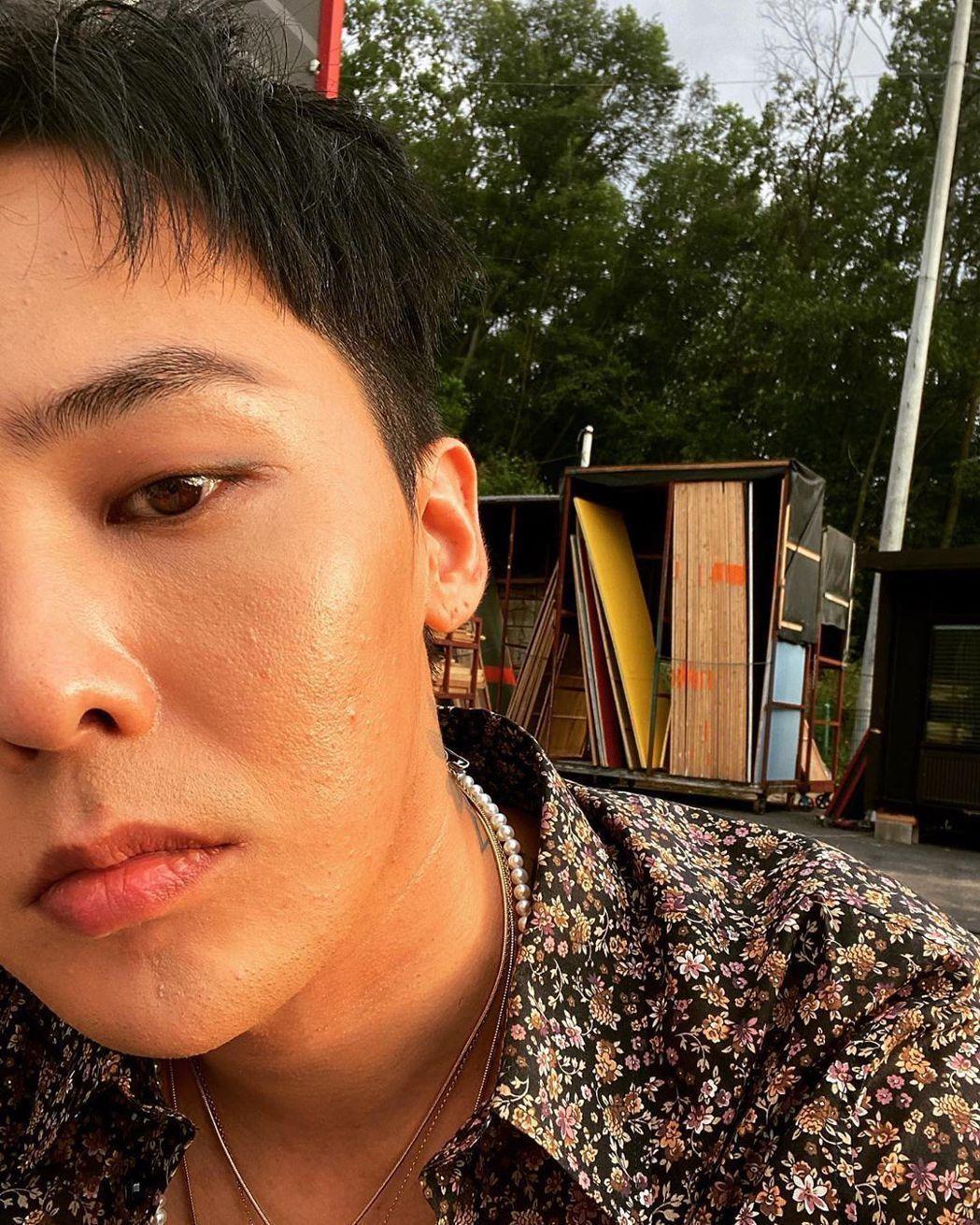 GD常在自己的IG上傳半臉的自拍照。 圖/擷自GD IG