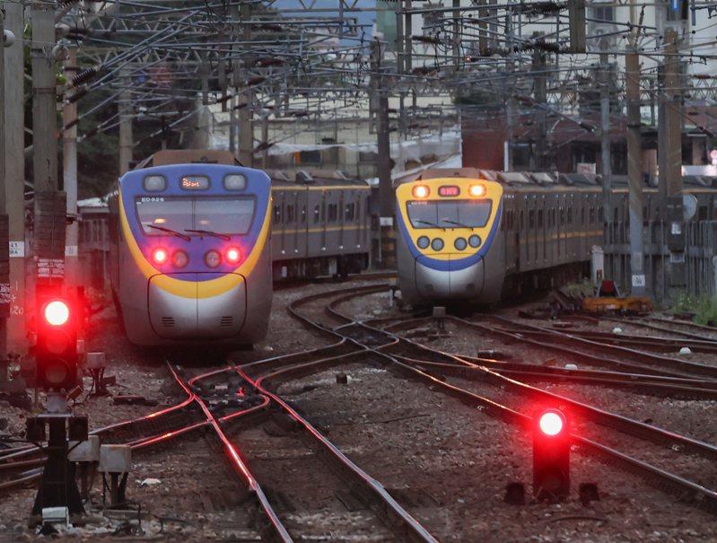 台鐵內部組織「運」、「工」、「機」、「電」四大類別長期平行運作,近年不少事故也都指向台鐵橫向聯繫失靈。圖/聯合報系資料照片