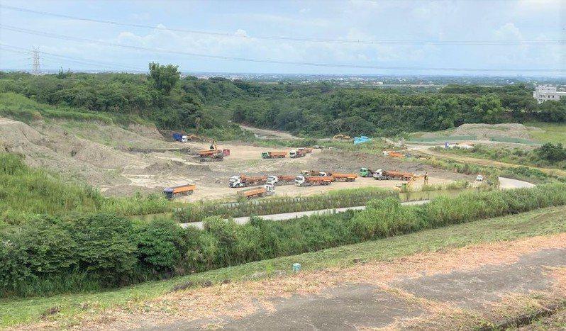 台南白河水庫現有蓄水率為0,南區水資源局趁著枯水期加快開挖清淤。圖/南區水資源局提供