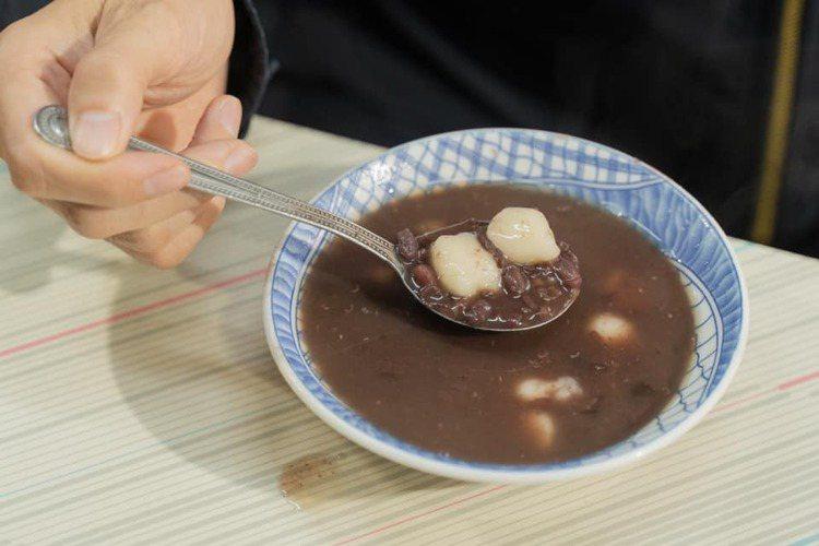 陳其邁推薦高雄的「李家圓仔冰」,表示「最好吃的湯圓,在高雄。低調!」圖/取自陳其...