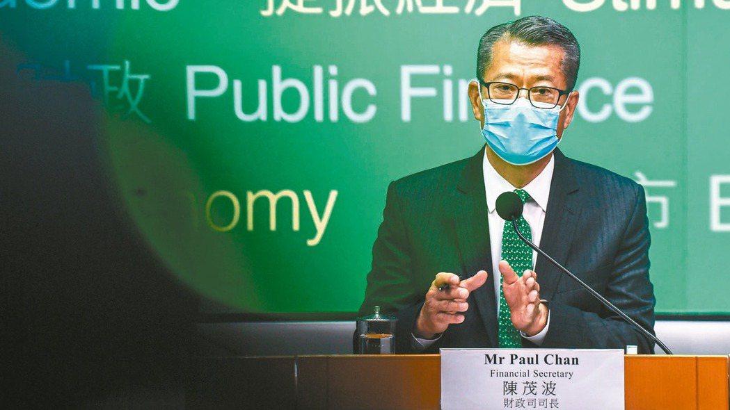 香港財政司長陳茂波24日公布新年度預算案,叫響轟轟烈烈的港幣1,200億元紓困措...